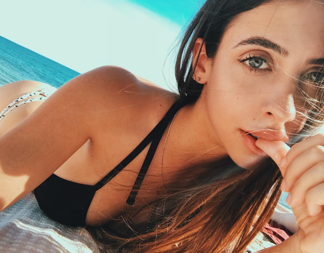 RayaVlogs Sexy Pictures (15 pics)
